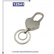 Chaveiro metal em formato de coração com detalhe em prata escovado no verso, com duas argolas 12541